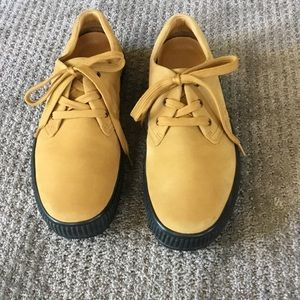 Tommy Bahama tan suede lace up shoes Men's 11.